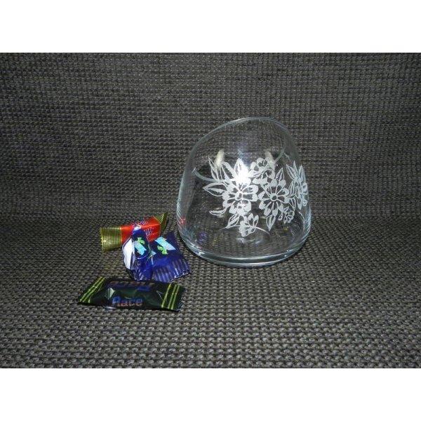 rund skrå skål med blomster motiv