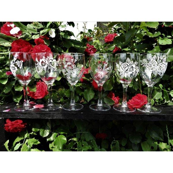 rødvinsglas m/blomstermotiver