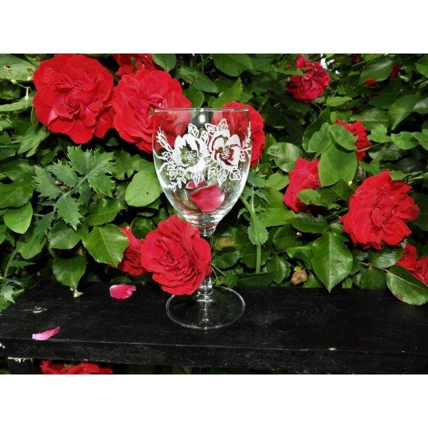 Rødvinsglas med rosemotiv