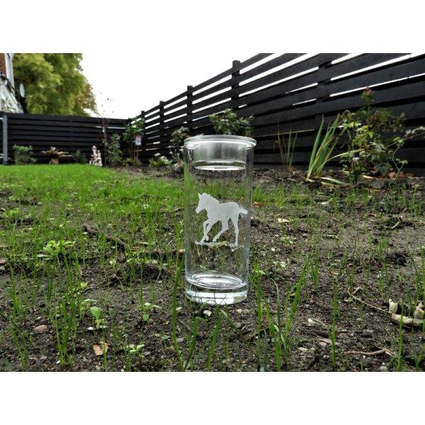 Glas med fyrfadslåg og motiv